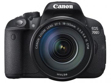 CAMARA REFLEX CANON EOS 700D + 18/135 IS STM